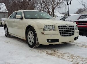 2007 Chrysler 300 Touring - Sunroof - Very LOW KM