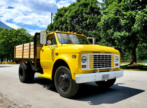 1969 Collector GMC 940 Flatbed Dump Truck