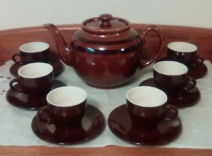 Tea/coffee pot with six cups and saucers