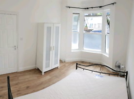 Double room available to move in now luxury quiet clean Leyton station
