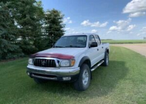 LOOKING FOR TOYOTA TACOMA 2001-2004