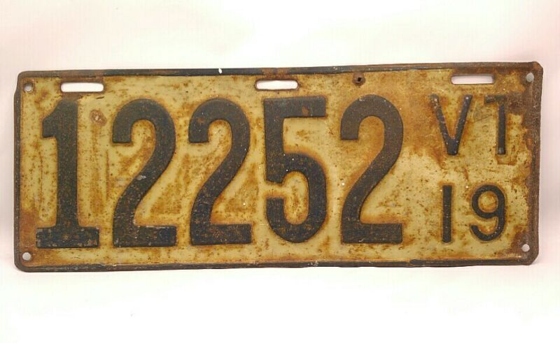 ANTIQUE 1919 VERMONT AUTOMOBILE LICENSE PLATE STAMPED METAL WHITE, BLACK NUMBERS