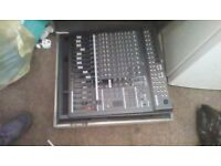 A Yamaha emx 5000-12 mixer good condition comes with power lead of course decent bit of equipment