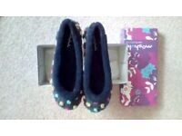 Moshulu ladies dotty slippers size 6.5