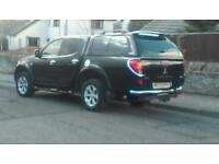 Black Mitsubishi barbarian l200 in great condition, 2.5l automatic