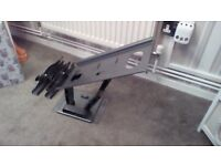 Pull out and swivel heavy duty tv bracket