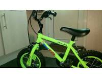 Childs Apollo bike with stabilisers
