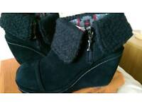 Ladies boots, size 5
