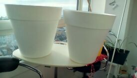 PLANT POTS BY RIO, WHITE, PLASTIC 18 AND 26 LITRES VERY GOOD CONDITION