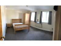 Large room for single tenant in flat share with one male and one female