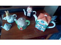 Selection of tea pots, 5 in total £10.00 for all five, buyer must collect though(d,ton)