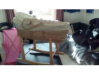 Clare de lune moses basket and rocking stand