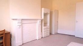 2 bedroom flat newly refurbished, 5 minutes walking distance from Finsbury park station