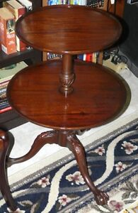 New Price. Solid mahogany 2 tier table. Carved feet Kingston Kingston Area image 7