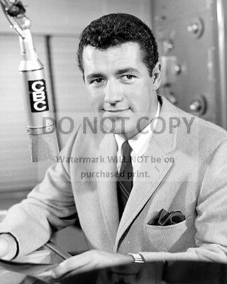 ALEX TREBEK AS A CBC NEWS ANCHOR IN EARLY 1960s - 8X10 PUBLICITY PHOTO (AB-175) ()