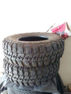 2x 4WD tyres
