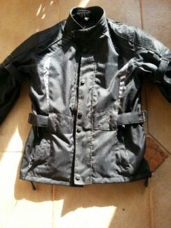 BRAND NEW .....DRIRIDER MOTORCYCLE JACKET.. SIZE LGE YOUTH.