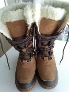 WINTER BOOTS LIKE NEW