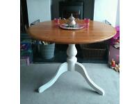 BEAUTIFUL SHABBY CHIC FARMHOUSE STYLE ROUND DINING / KITCHEN TABLE