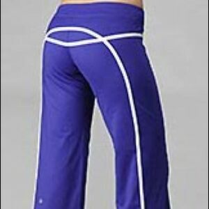Lululemon  purpel and white tracker pant size 6, Mint condition