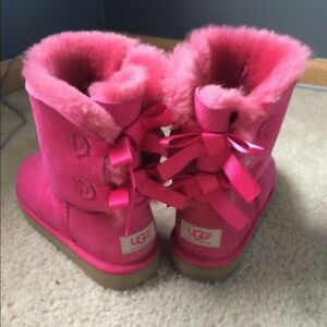 WOMENS HOT PINK UGGS SIZE 9