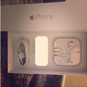 BRAND NEW IPHONE SE HEADPHONES CHARGER CABLE