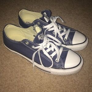 For sale converse ALL star size 4 in men's  women's 6
