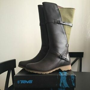 TEVA De La Vina - Leather/Canvas green boots.