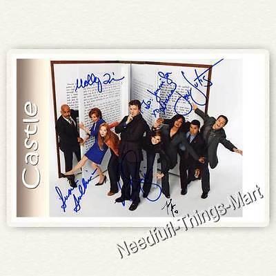 CASTLE Cast mit Stana Katic & Nathan Fillion u.a.  Autogrammfoto laminiert 