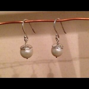 STELLA AND DOT NEW PEARL DROP EARRING