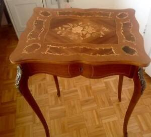 Table travailleuse