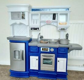 PRISTINE CONDITION! LITTLE TIKES GOURMET PREP & SERVE KITCHEN. 4 MTHS NEW HUGE BAG OF PLAY FOOD INC