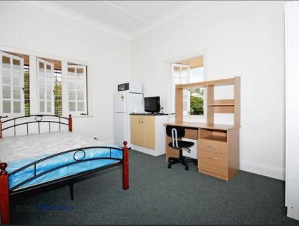 1 bedroom for rent.