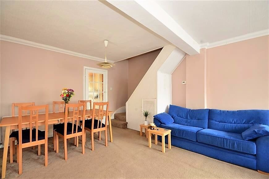 PROPERTY HUNTERS ARE PLEASED TO OFFER THIS SUPERB 2 BED HOUSE IN DAGENHAM FOR £1250PCM !!