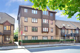 Bedroom to rent in newly refurbished two bed flat with parking permit - £295/month plus bills