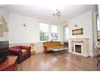 Luxurious Victorian two bedroom two floors flat 2 mins walk from Chatham rail station