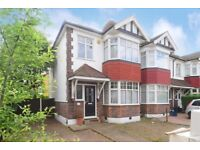 3 bedroom house close to Woodford station (agents pls do not contact me)