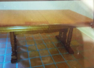 Solid Maple Kitchen Table and 6 matching Chairs