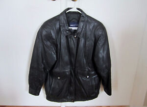 WOMAN'S LEATHER JACKET West Island Greater Montréal image 3