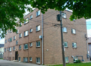 1 BDM PLUS DEN ALL-INCL DOWNTOWN APARTMENT - MAY 1/19