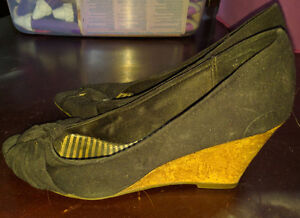 American Eagle size 8W wedge heels 5$