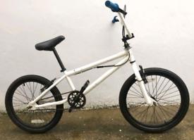 "White BMX Stunt bike. 20"" wheels. 360 giro. Fully Working"