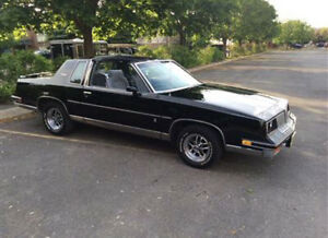 1985 Oldsmobile Cutlass Salon T-Top Coupe (2 door)