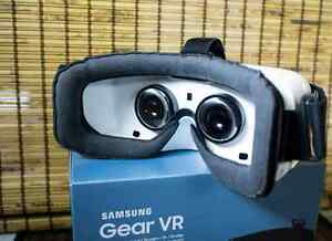 For sale: Samsung Gear VR headset