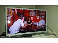 "Samsung 32"" Smart Full HD TV"
