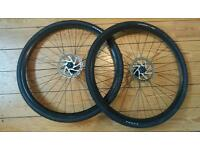 700 x 35c disc brake wheel with tyres
