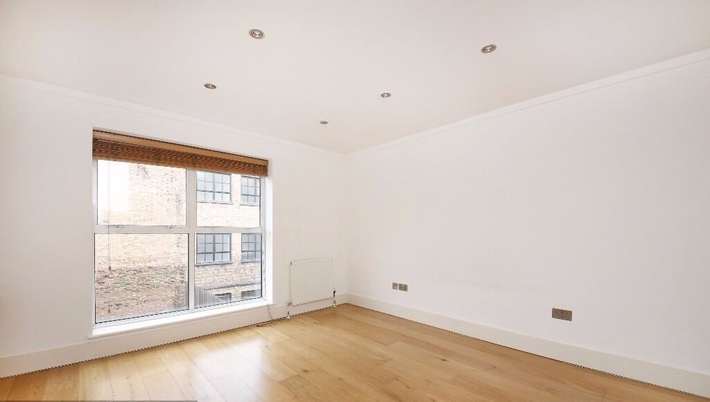FANTASTIC 1 BEDROOM APARTMENT IN HOLLOWAY, ABUNDANCE OF LIGHT AND SPACE, WOODEN FLOORS *