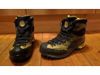 La Sportiva Mens Walking Boots (UK size 9.5)