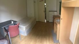 **FANTASTIC SINGLE ROOM IN ZONE 2 - ALL BILLS INCLUDED**