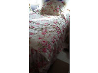 brand new kingsize bed cover plus 4 brand new 4 kingsize pillows